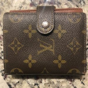 LOUIS VUITTON WALLET! WORN BUT EXCELLENT CONDITION